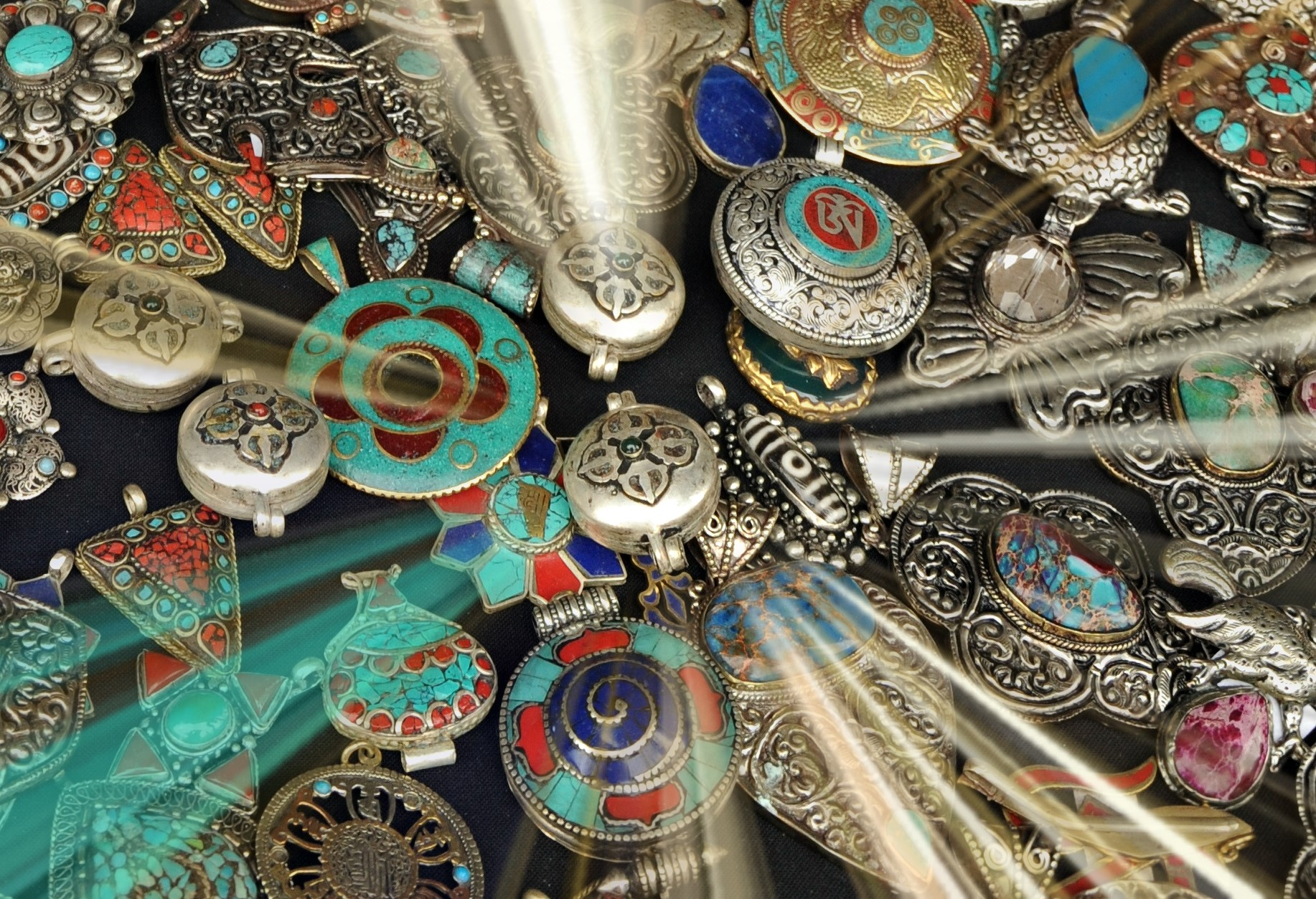 how to choose buddhist jewellery jewelry necklaces pendants enthusiasticbuddhist.com